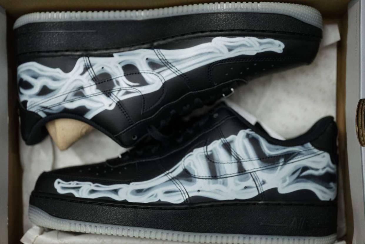 やったー!Nike Air Force 1 Black Skeleton買えたよ
