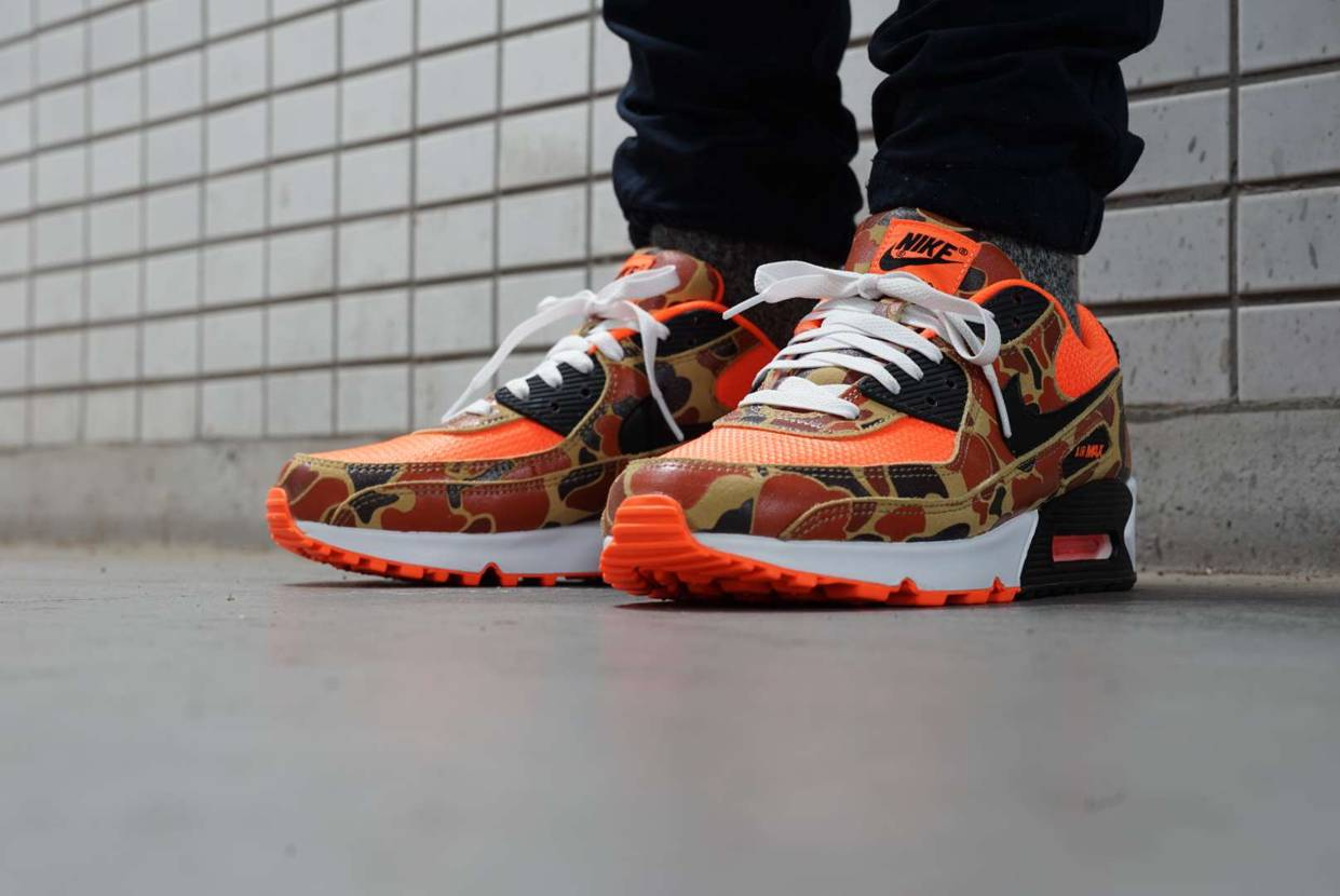 今日のスニーカー NIKE AIR MAX 90 ORANGE DUCK CAM
