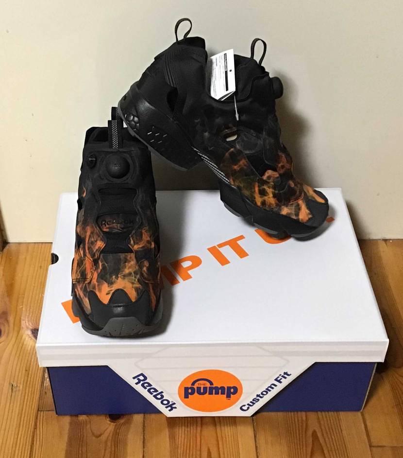 初 Reebok 😆⤴️  涼しそうな靴に   暑苦しいデザインが