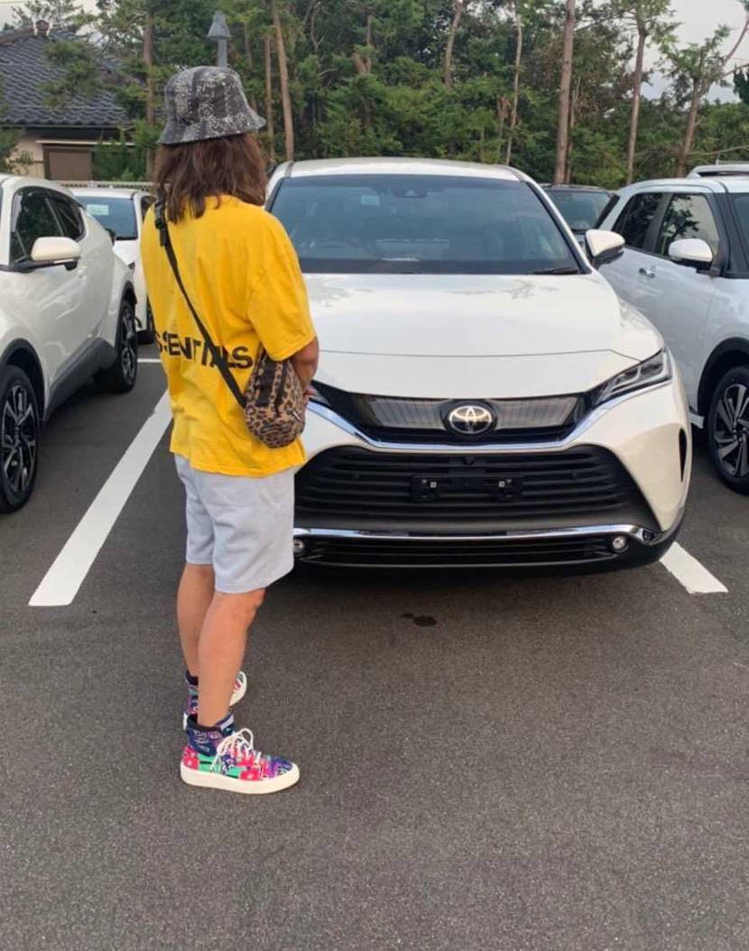essentials ✖️ converse  初履きして 車 見物 👀