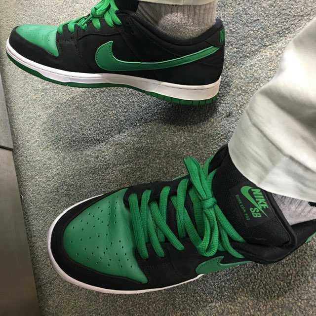今日はSBダンクのパイングリーンで通勤しました。緑が良い色です。厚タンもセクシー