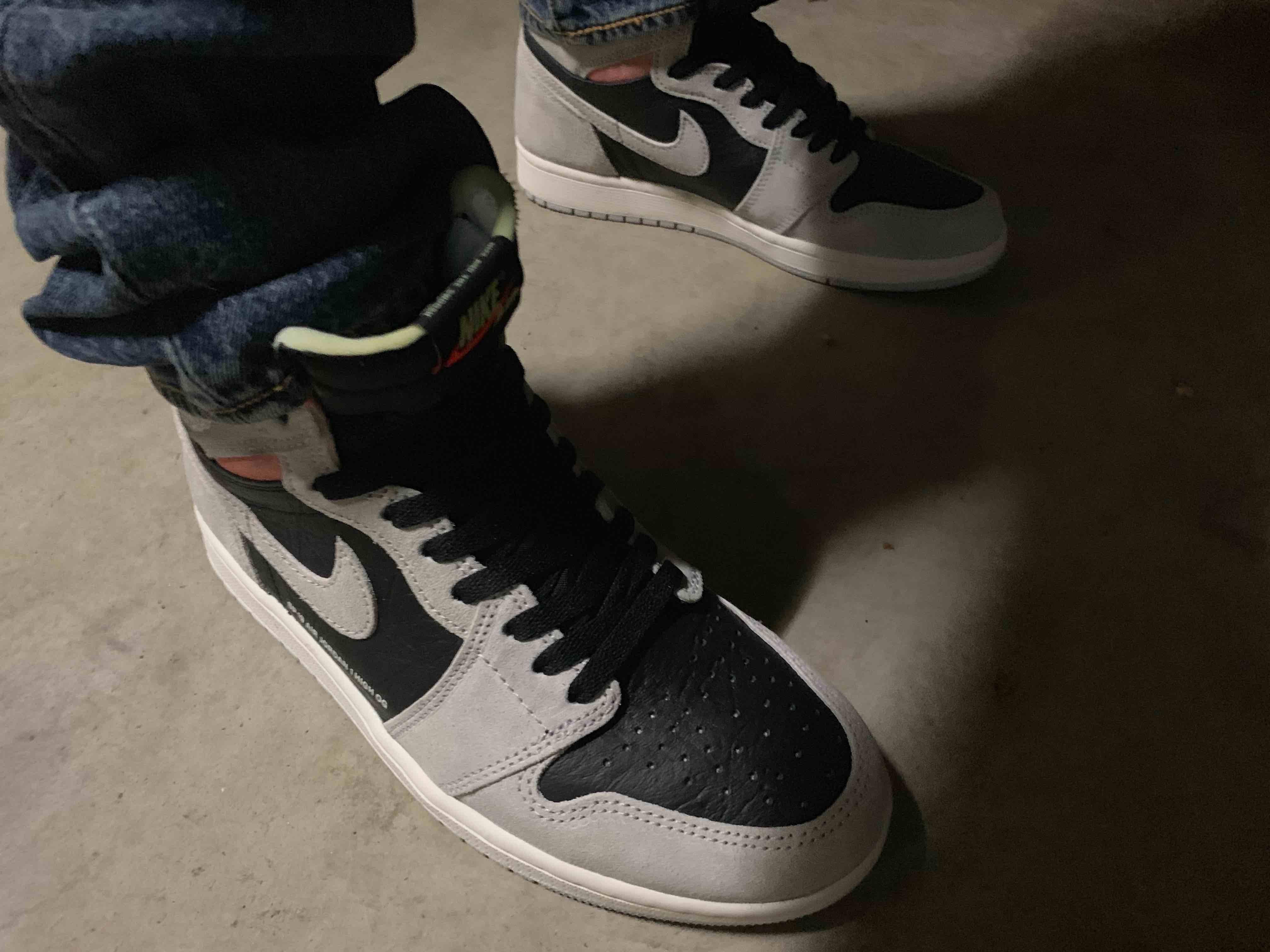 靴紐を黒にしようかオレンジにしようか左右別の色にしようか悩みどころ🤔