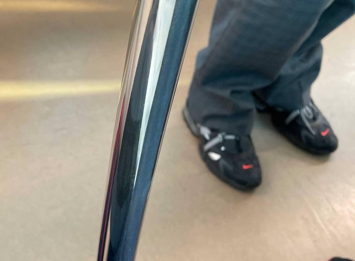 すみません。このスニーカーわかる方いますか?