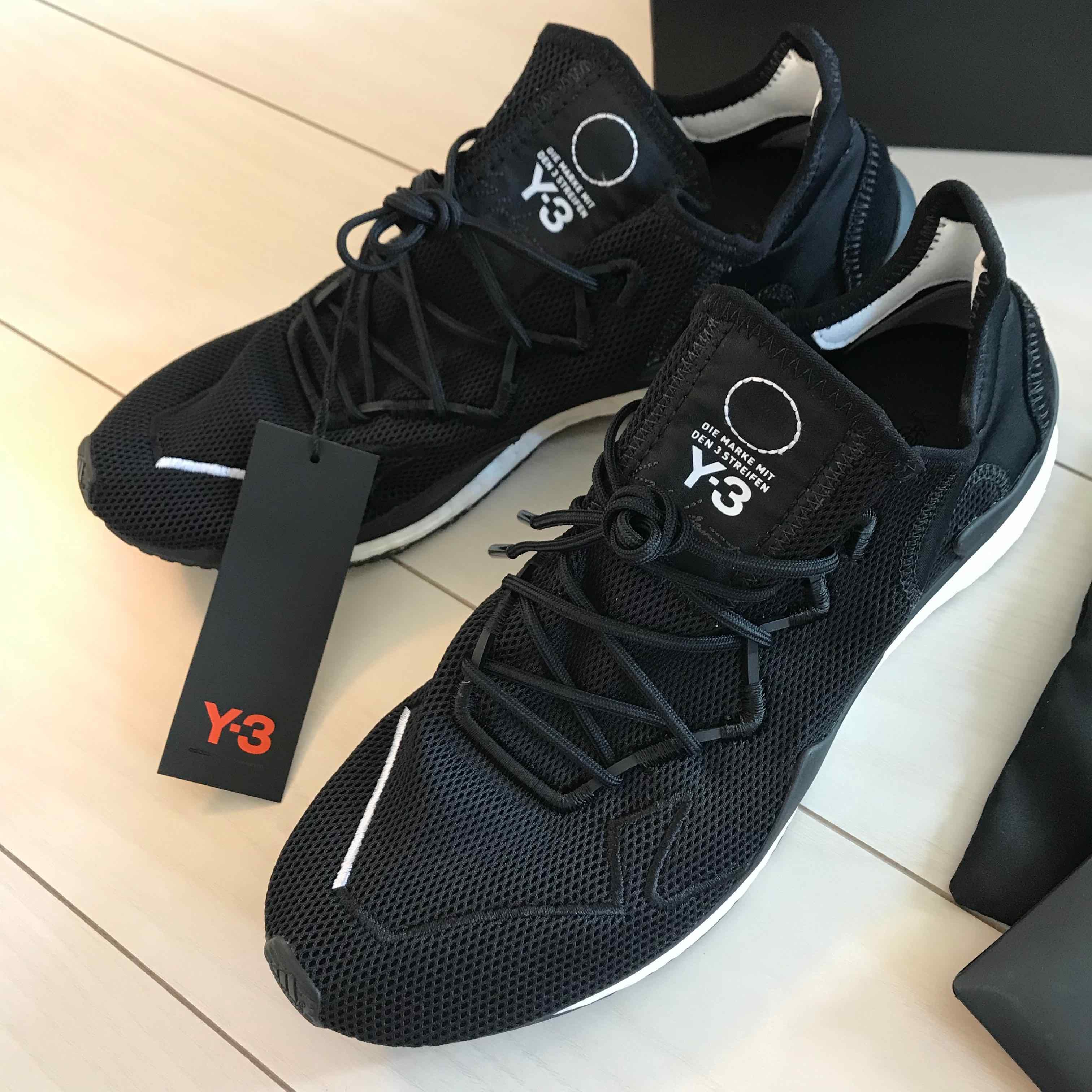 Y-3アディゼロランナー ヨージヤマモトデザインブランド。 なんか好きだなー