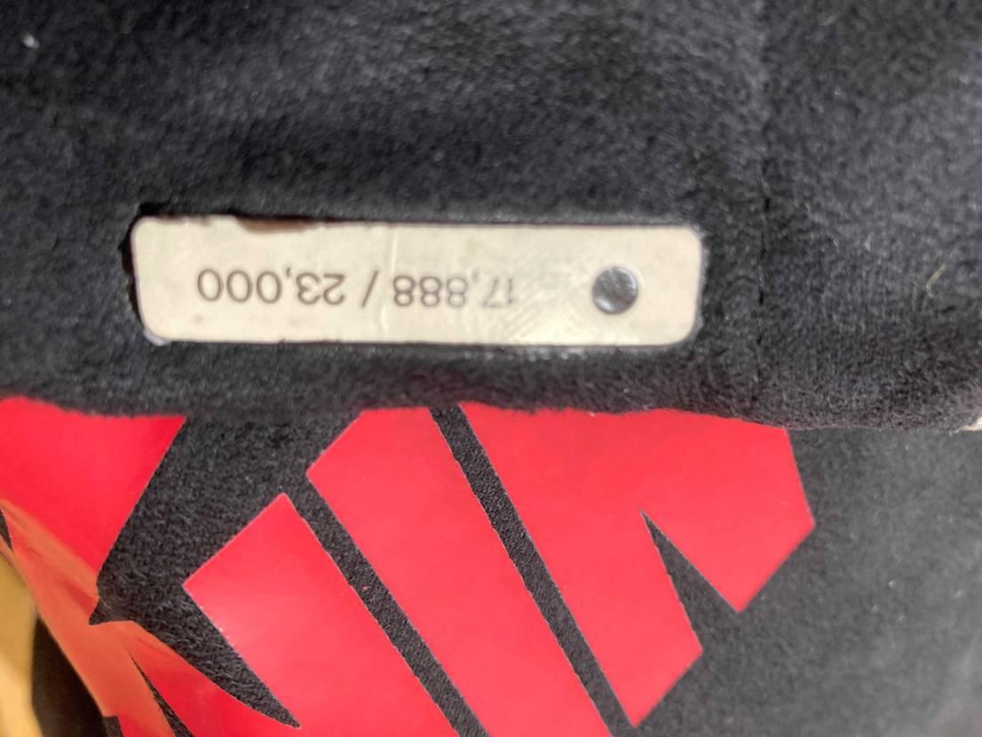 85スニダンで買いやっと到着でしたが袋のナンバーが二重になってて上から貼ったみた