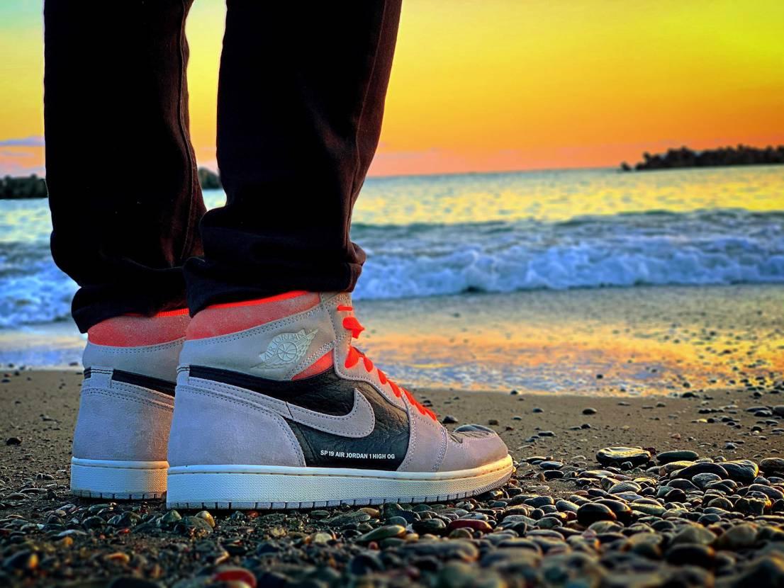 sneaker × sea × sunset.   📸iPhone XS