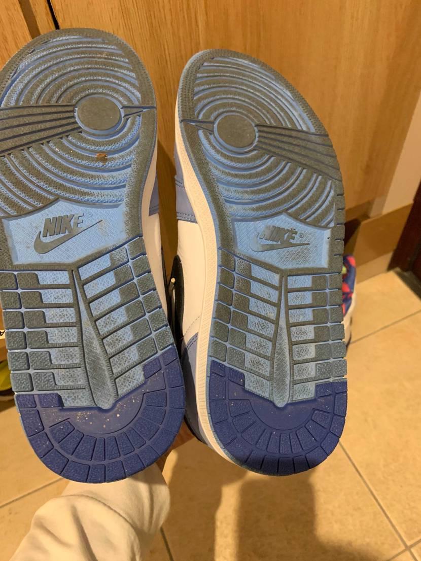 靴底汚くてすみません💦 1日履いて靴底を少し粗してから ワイプで踵を掃除して