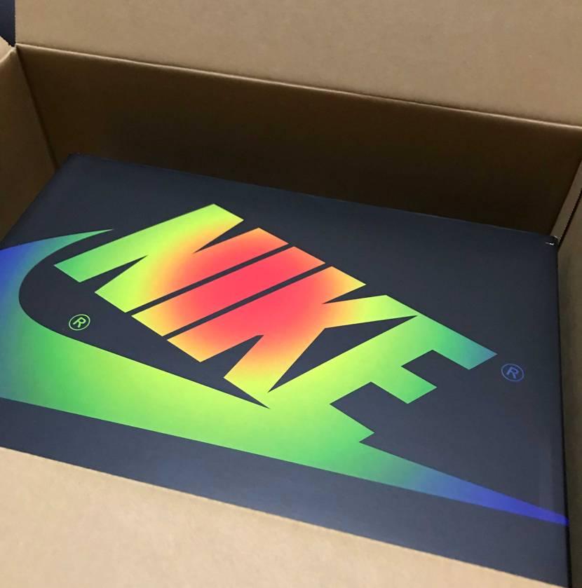 SNKRSから届きました🌈🌈🌈 箱好きとしては、この箱の時点でもう優勝です😍
