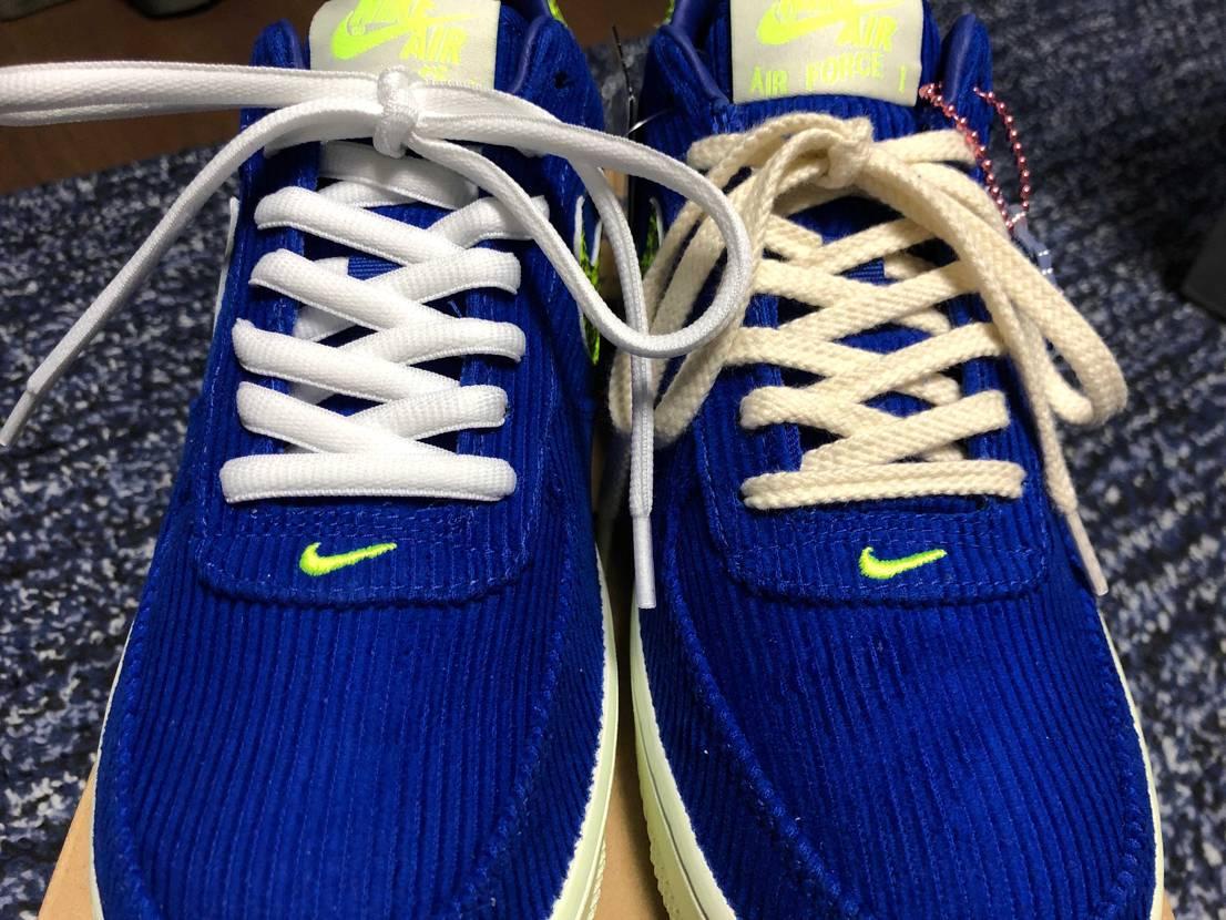 嫁ちゃんのエアフォース1 到着で早速の靴紐を交換☝️  左がオーバルの白で