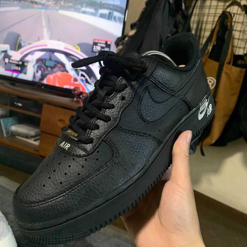 F1の予選(再放送)見ながら仕事靴のメンテナンス af1はカッコイイね🖤 デ