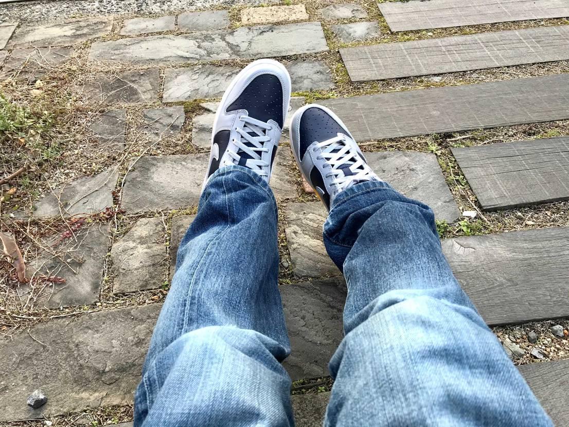 さっそく履きました〜。良い散歩日和です。 柔らかいレザーだから歩きやすいね。色