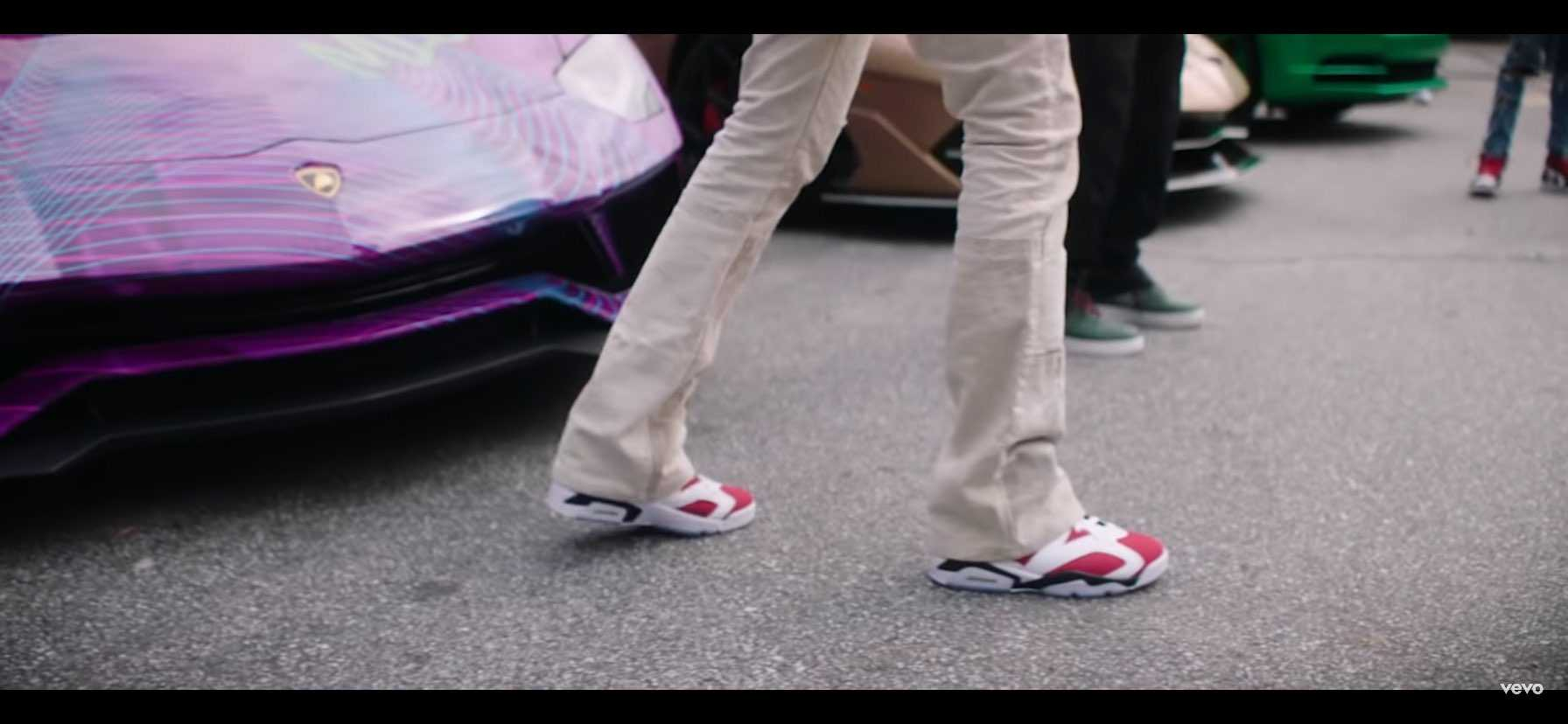 わぁ、ミーゴズの最新ミュージックビデオで見ました。 それは本当に素敵な靴です🔥🔥