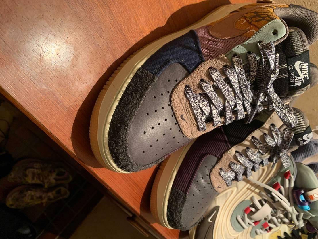 この紐合うと思って買って通したけどなんかちょっとうるさくなった気がする😓 靴自