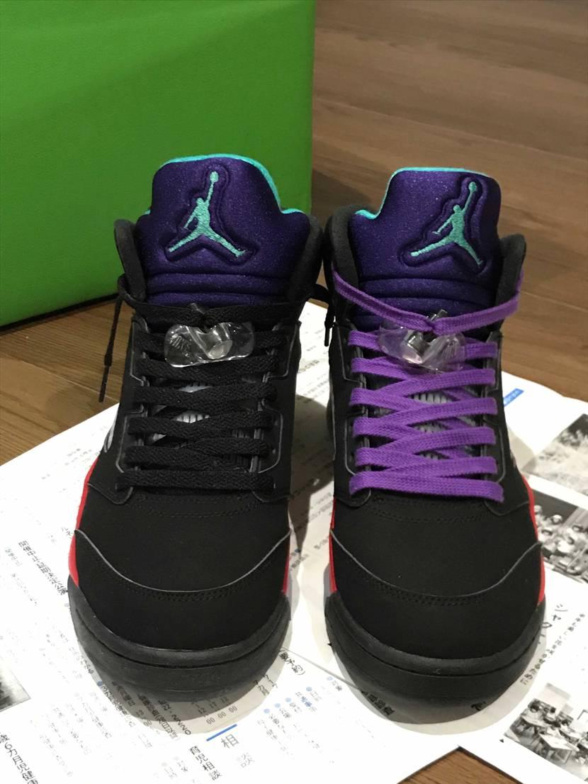 aj5 top3のシューレース黒か紫か決めきれずに悩んでます。皆さんの意見をお聞