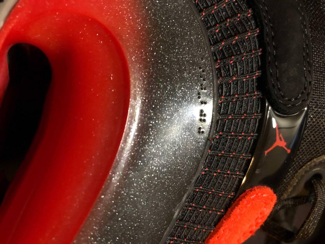 とても軽いです!26cmで計ってみた所、AJ5が片足541gに対し、AJ35は3