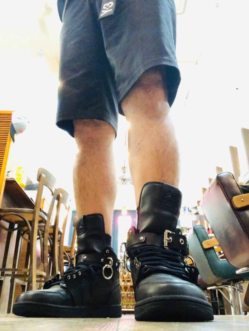 秋冬まで我慢できなくて履いてみました!  やっぱり冬向きですが、まぁ夏でもブ