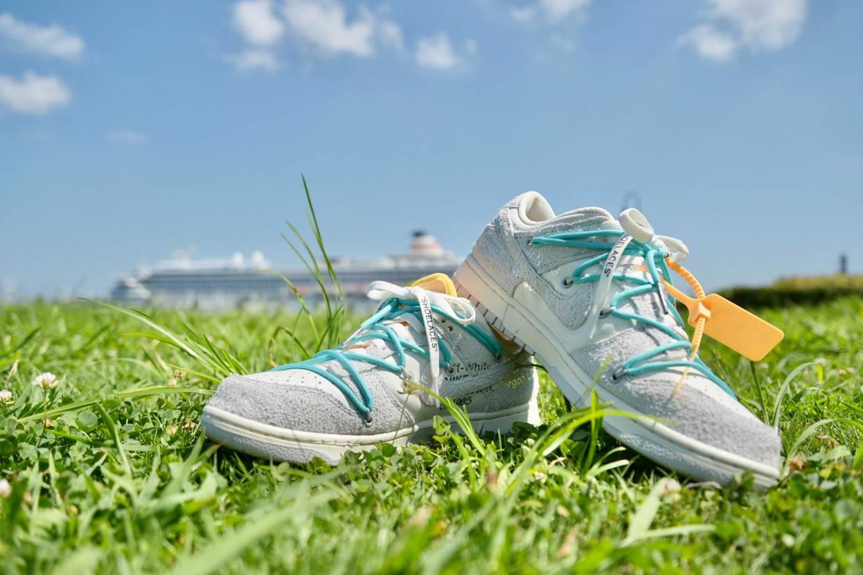 青空と芝生にマッチしたので撮ってみました  この靴割と一般受け良くてさらに女