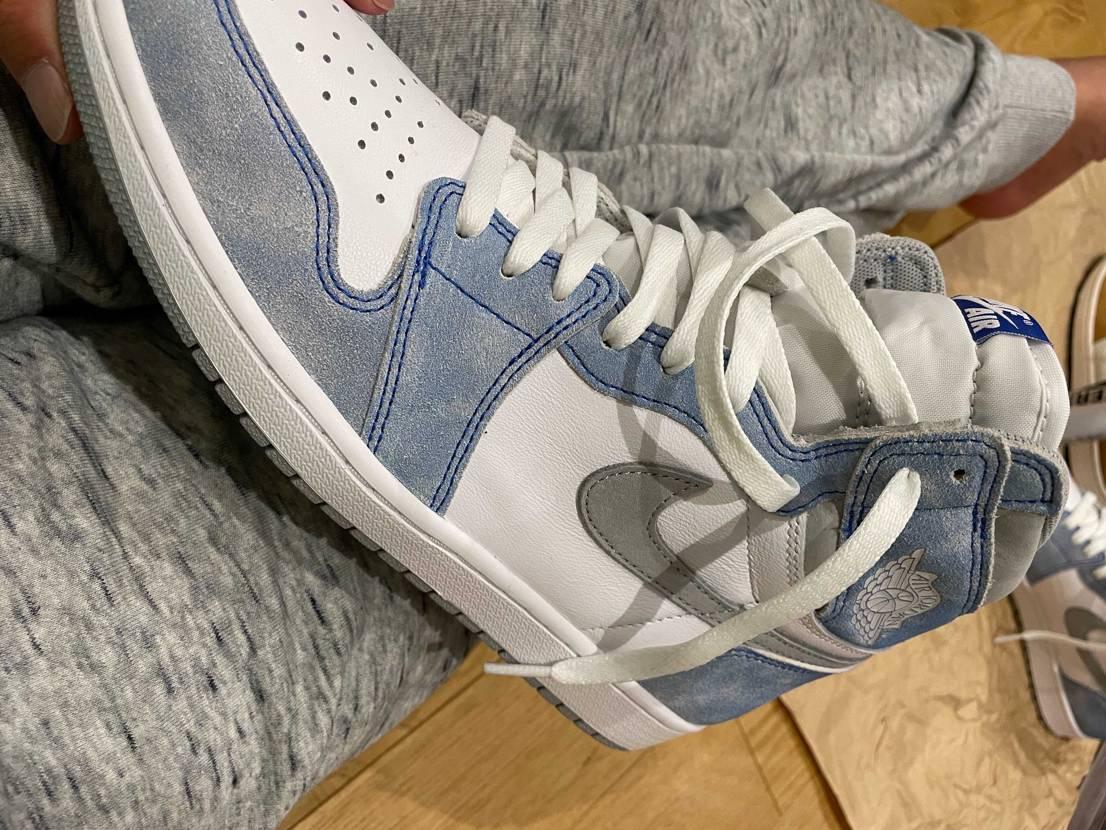 靴が増えるたび、 家の者からは 白い目で見られ。  褒めてくれるのはごく
