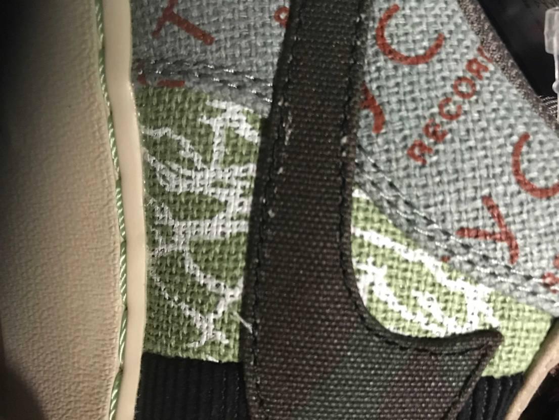 ナイキのマークの下のところが、縫い目ミスってやり直してあるのですが、これってよく