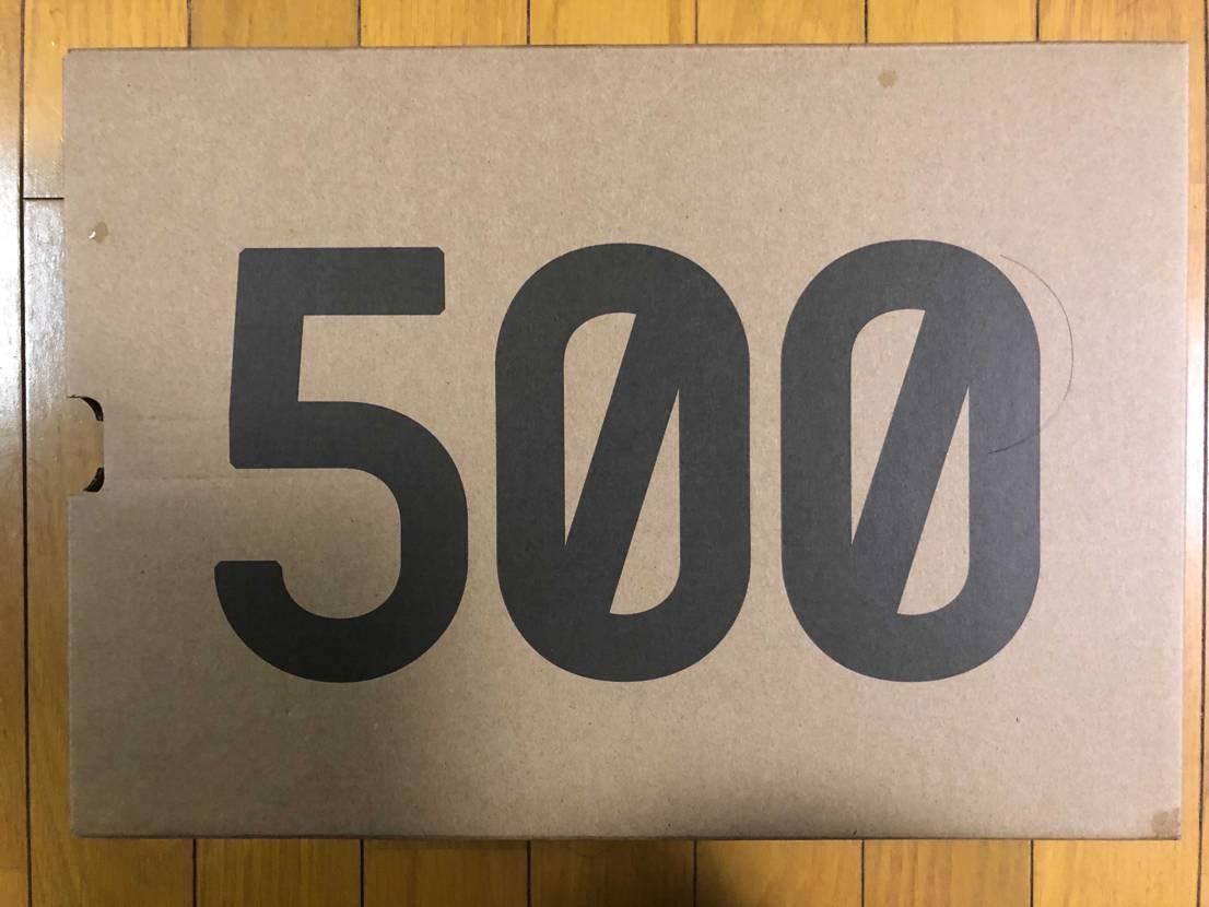 同期がYeezy 500 UtilityBlackを抽選で当てたが、サイズが合わ