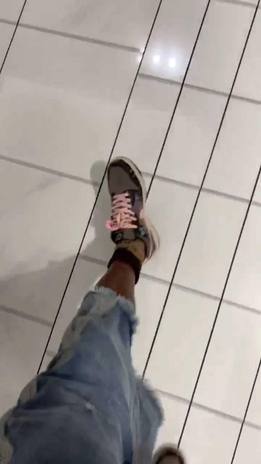トラヴィス新しいの履いてる???この靴の詳細分かる人いますか?トラヴィス公式IG