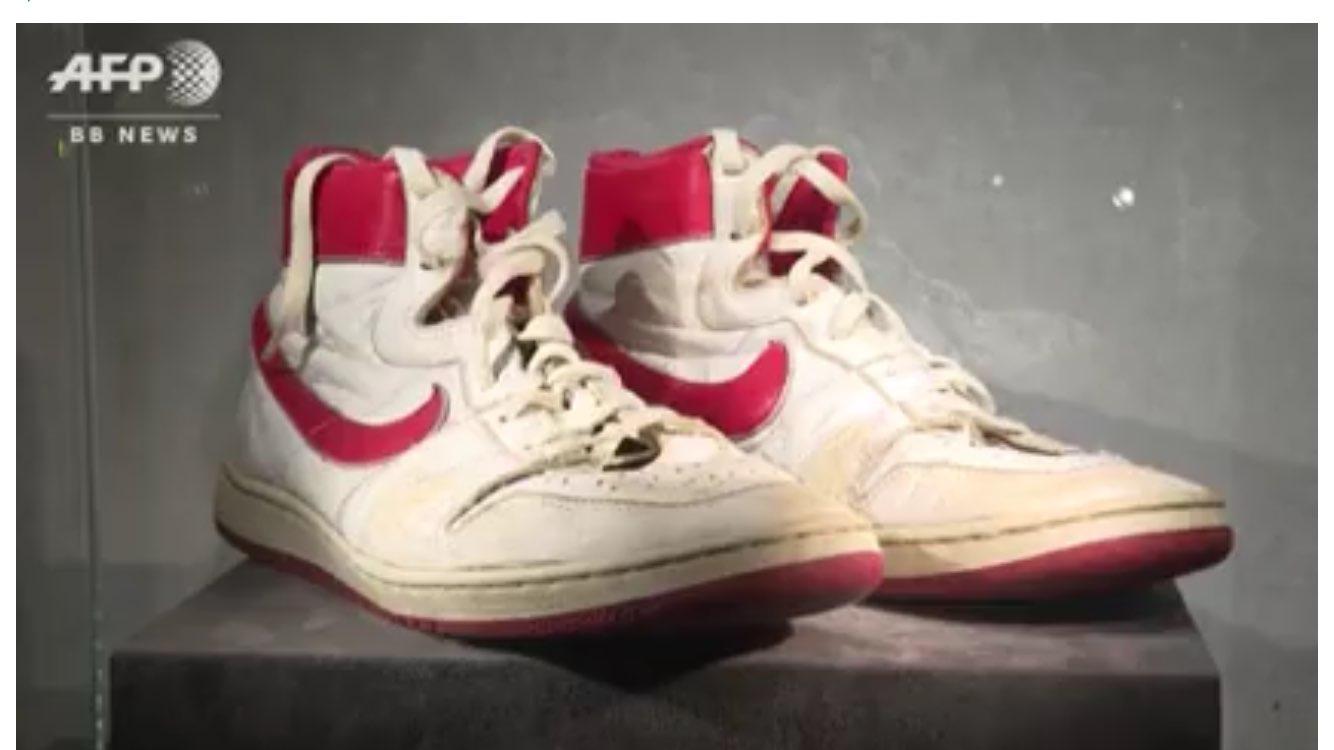 関係ないけどジョーダン本人の靴11足オークションやべーw こないだの85AJ1
