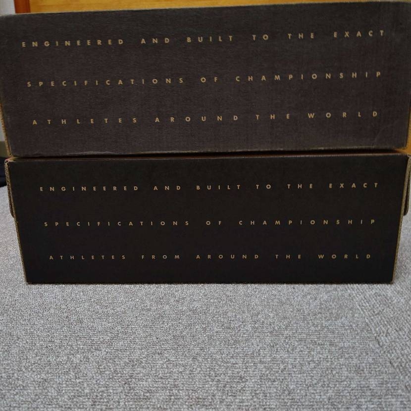 エアジョーダン11ブレッドのBOX。上が95年のBOXです。