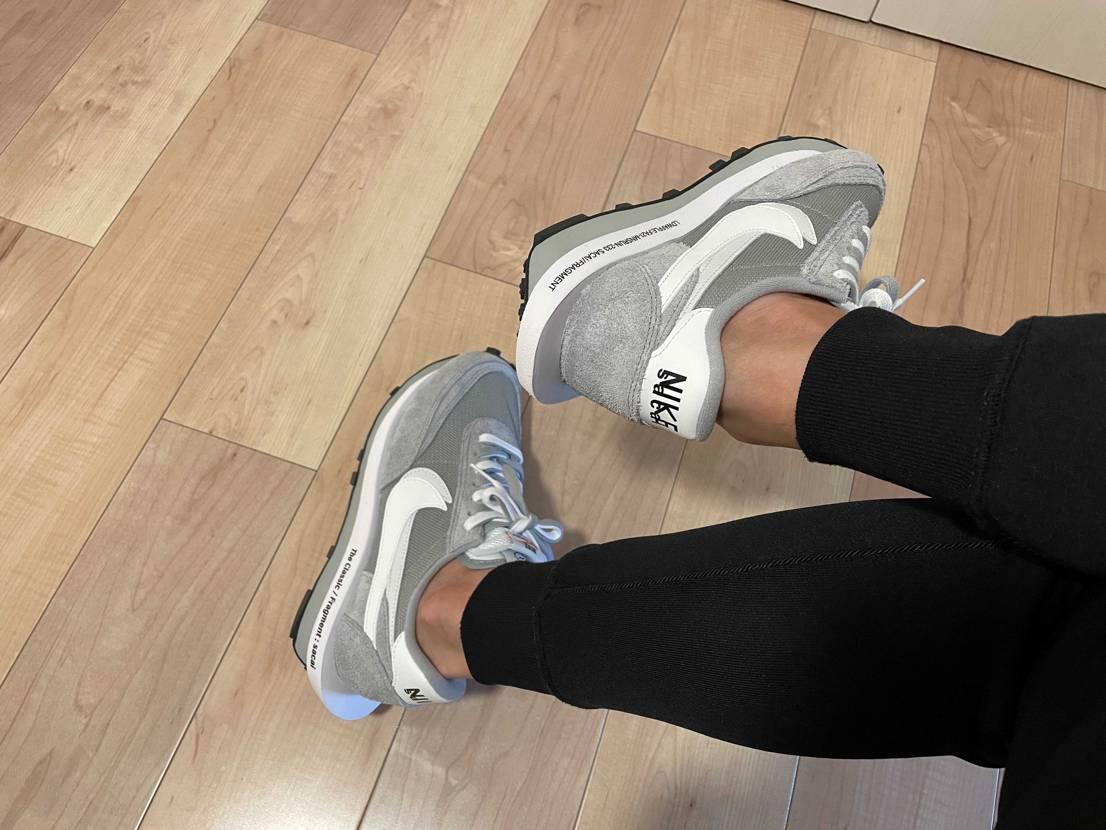 この靴は履いた人視点のほうがカッコよく見えるから好き^ ^  あとお尻から見