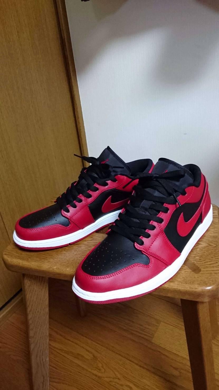 生まれて初めて赤いスニーカー買った気がする。 広島県人のくせに(^^;