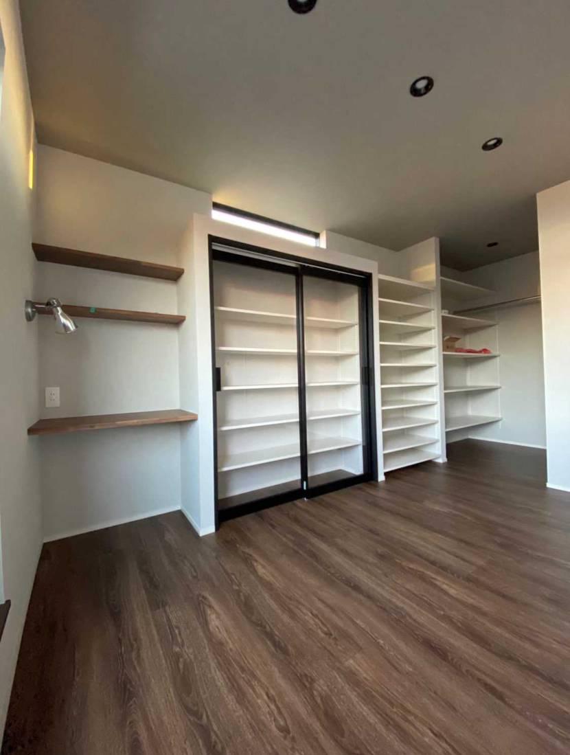 新築で自分の趣味部屋を勝ち取ったので建具でスニーカー収納作ってやったぜ‼️🤤