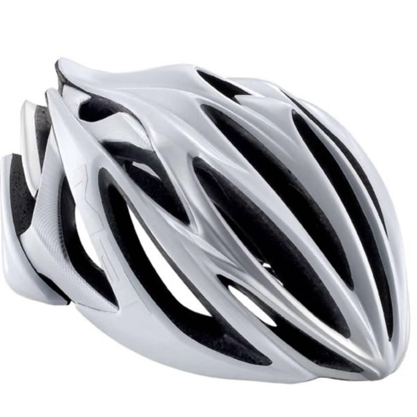 この靴画像検索したら自転車のヘルメット出てきたww