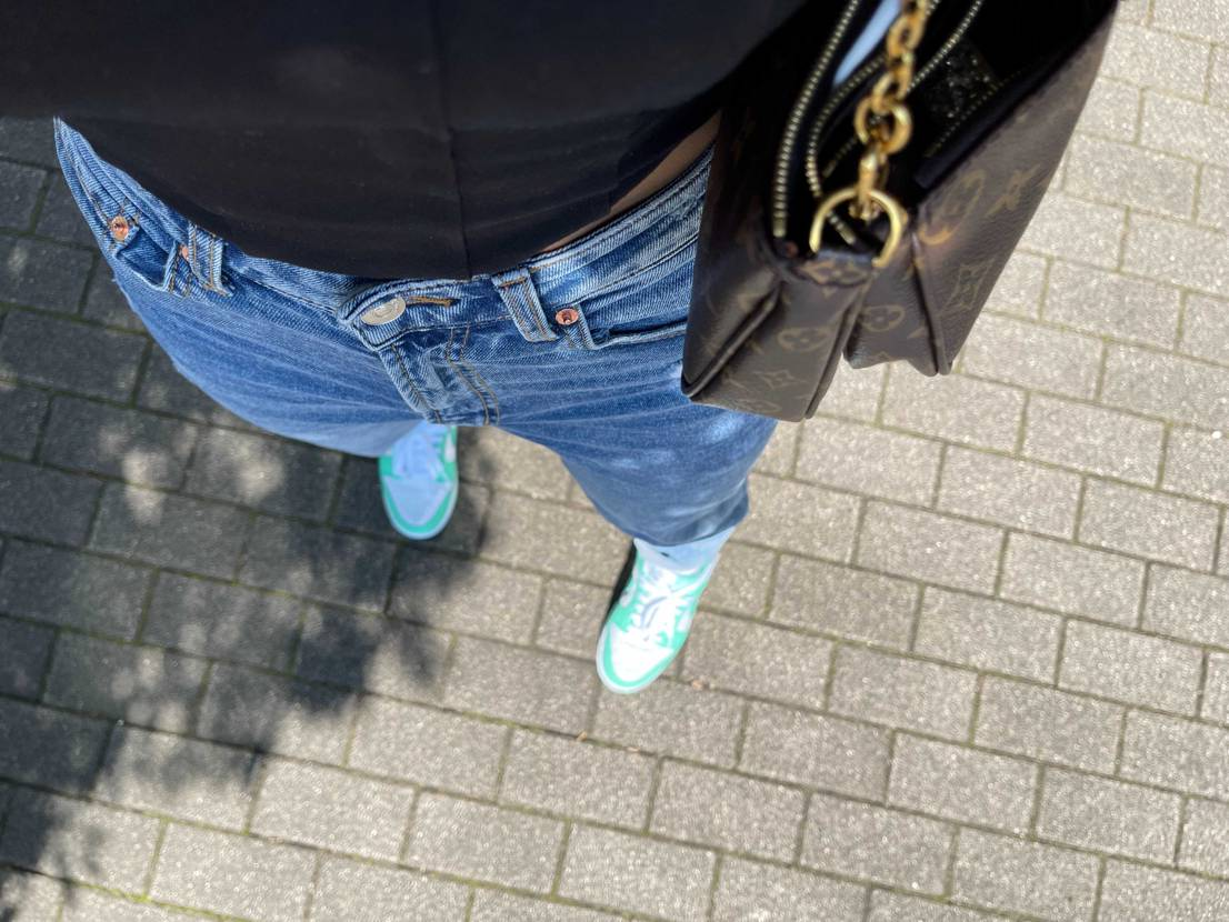 I love the shoes. It fits well. And Snkr