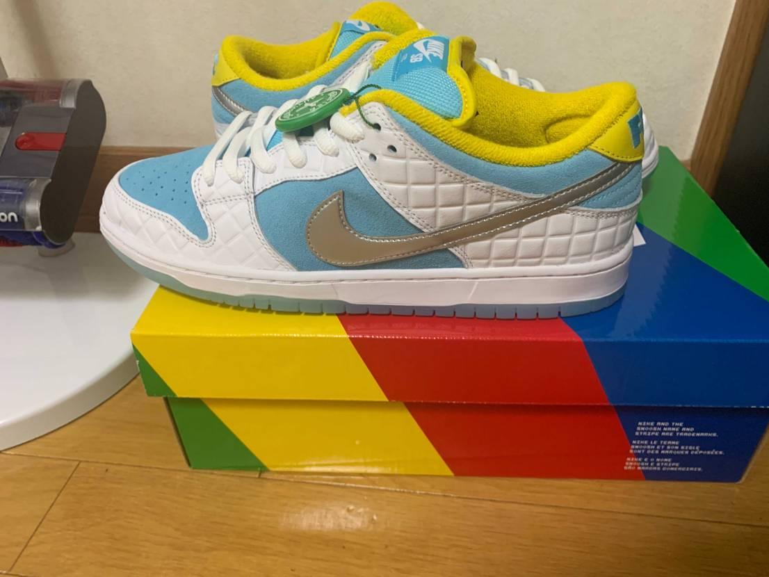 スットコで買いました。箱も靴も割と美品👍関税も4500円で国内より安く買えました