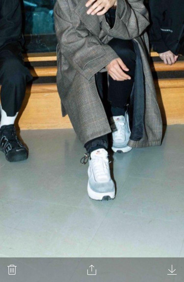 質問: このalexandrosの川上洋平が履いてる靴はなんですか? やっぱ
