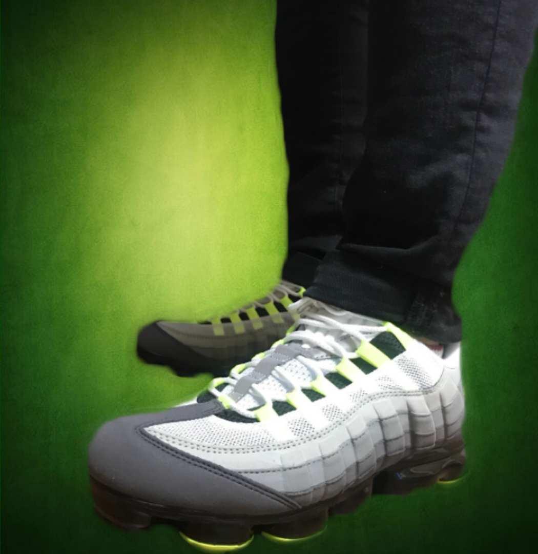 ヴェイパーマックス独特の柔らかい履き心地なのに上からみたらイエローグラデで履く度