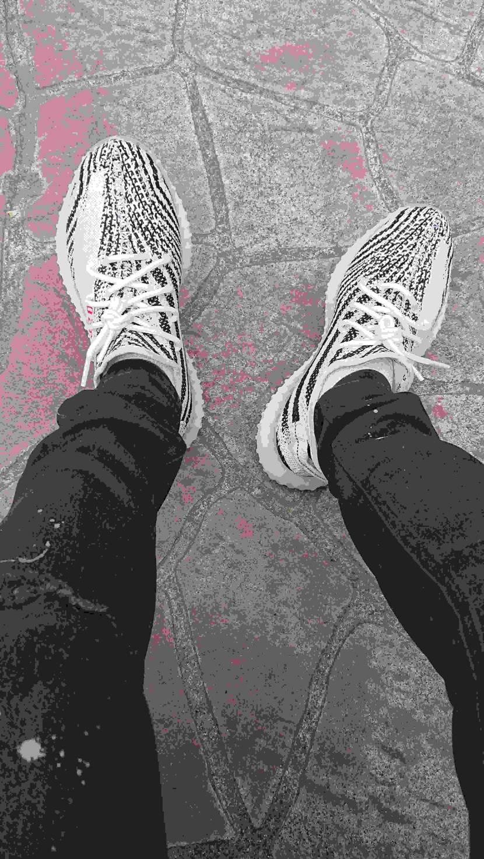 YEEZY4足目になっちゃうけどやっぱ黒欲しいなぁ(-_-)