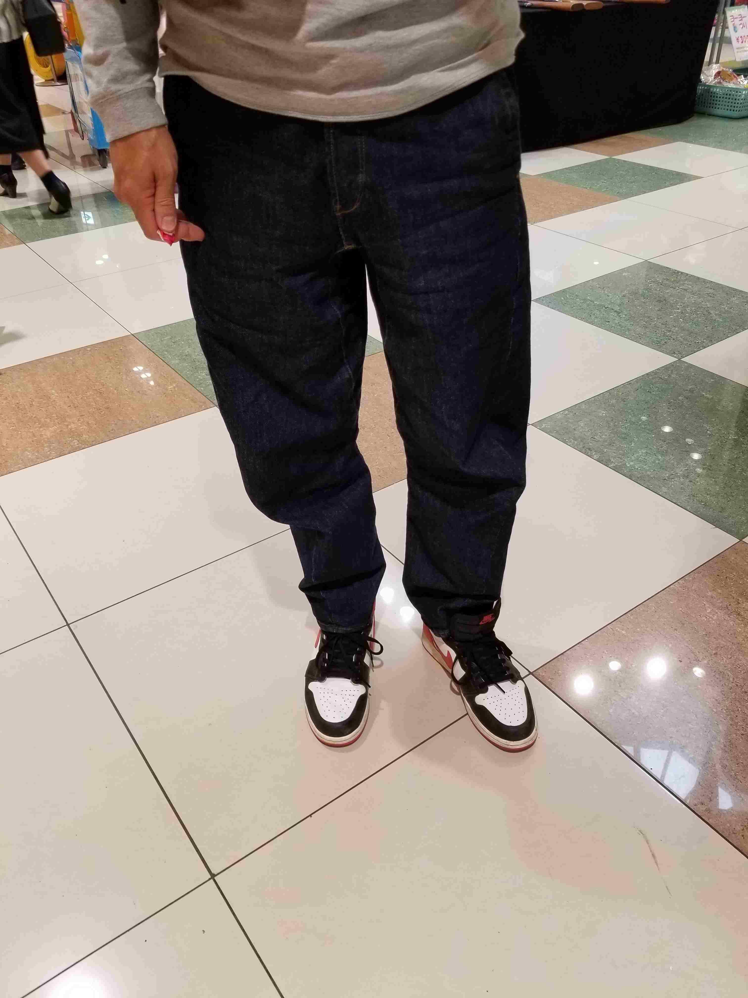 今日は息子のランドセルの予約にショッピングモールへ。ルーズフィットのジーンズにT