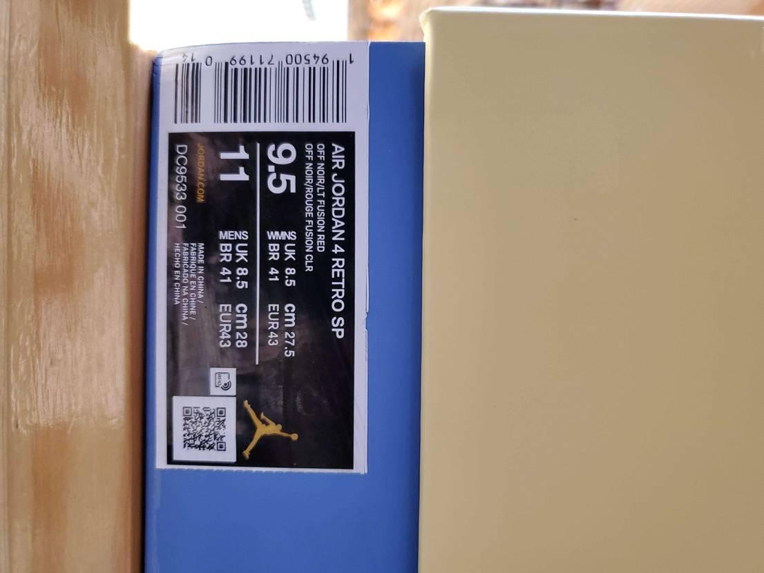 某サイトで購入したけどサイズラベルのジョーダンがゴールドなんだけど偽物?