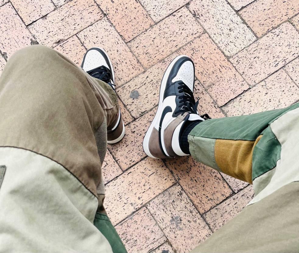着画撮るの難しい…両足写そうとするとガニ股っぽくなるし、屈んで撮るとパンツの裾が