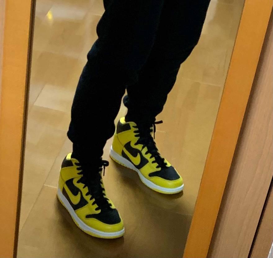 部屋で黒に替えて試し履き…勿論黄色は普通に良いけど、個人的には黒が好きかも^ ^