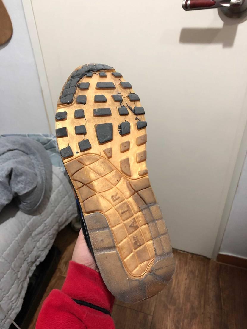 今までずっと靴底が削れるのが嫌でシューグー塗ってたけど、冷静に考えたら靴底のデザ