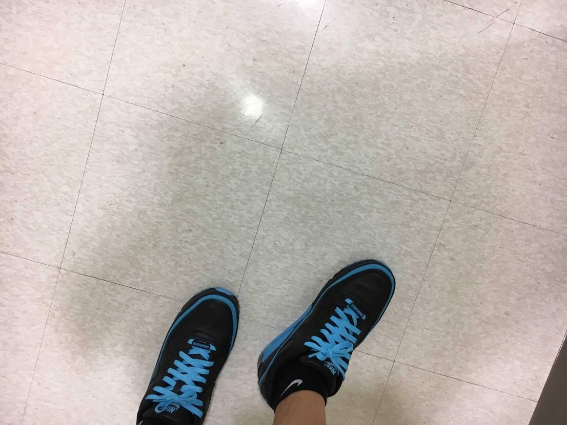 本日は エアマックス90アンディヒィーテッド  夏仕様で靴紐をブルーに!!