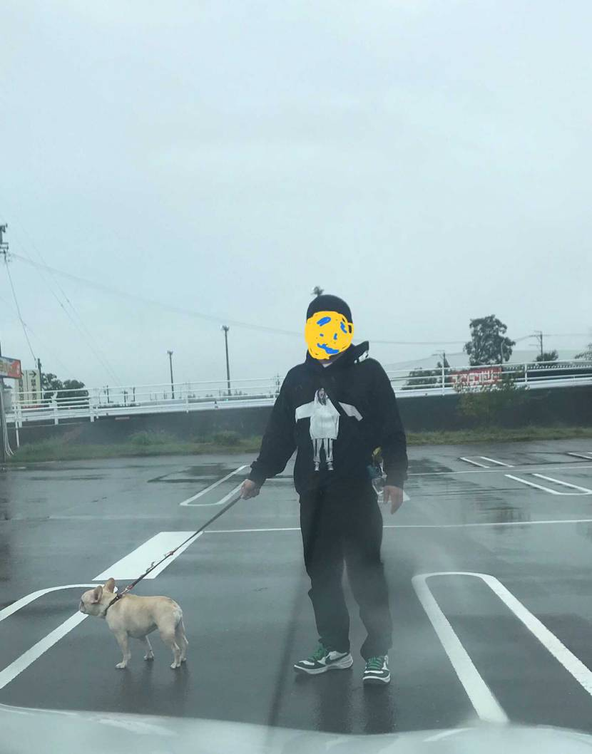 傘を差さぬ男 と 傘を差してもらえぬ犬