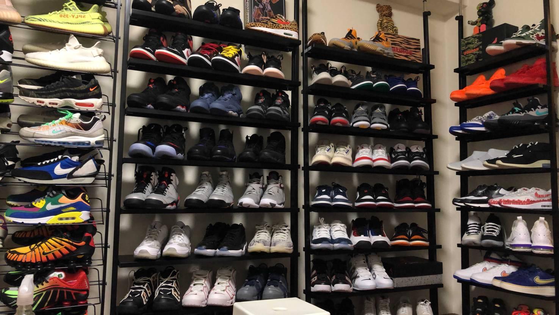 お気に入りのスニーカーを壁一面に並べてみました。 みんな閉まっている人多いのか