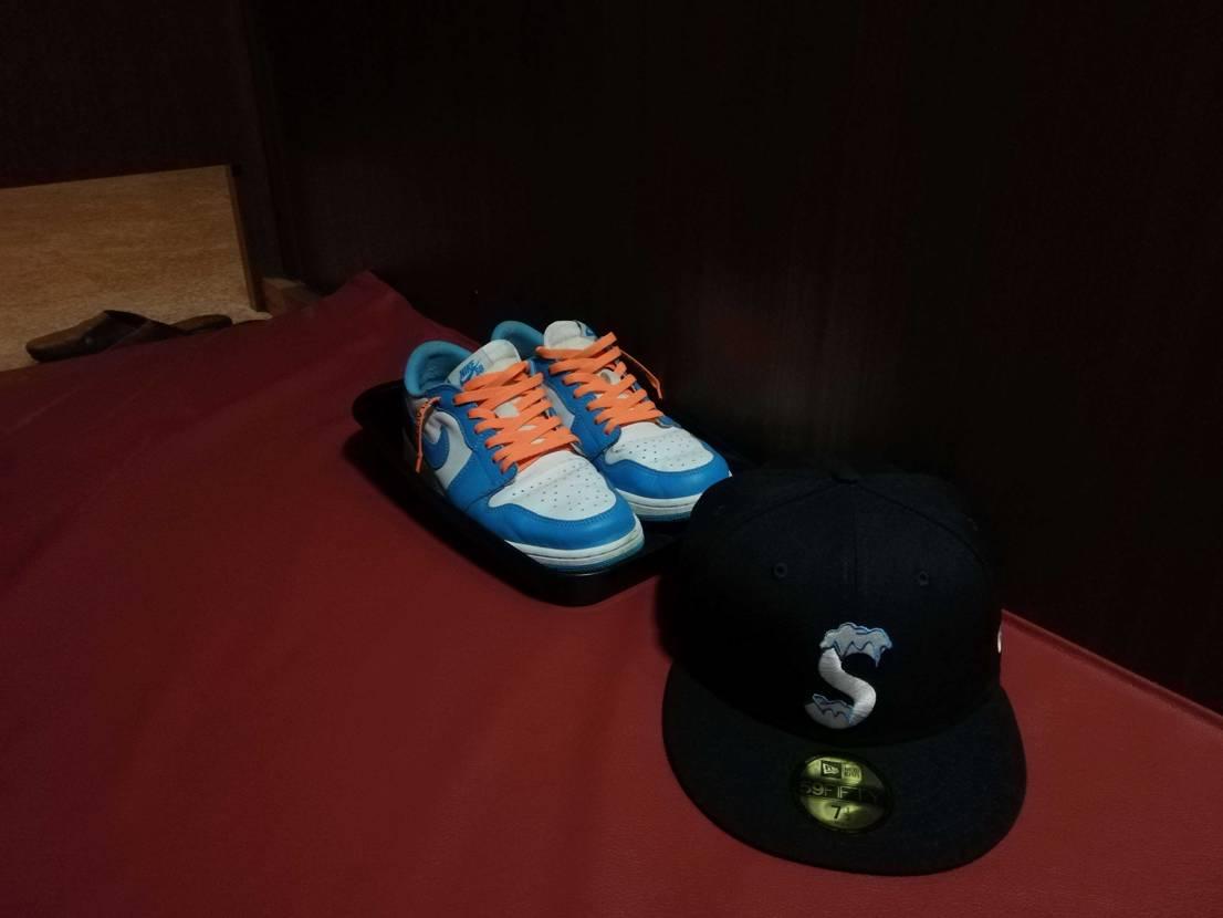 ネカフェの靴脱ぎ場近くにスニーカーを置くのは抵抗あるあるある。