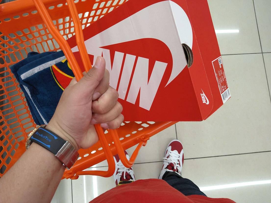 佐川にモアテンが早く見たいが故に会社まで持ってきてもらったけ、帰りのスーパーでの