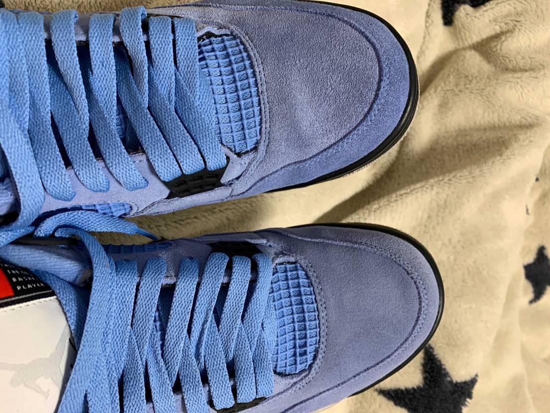 友人に靴(左)を踏まれかなり汚れたので水で洗いました。 乾いたらカピカピになっ