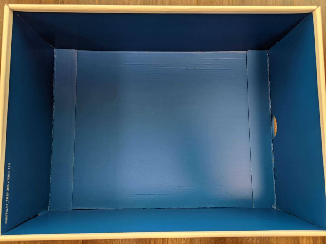 スニダンで購入したトラヴィス × フラグメント Jordan 1 lowの箱にY