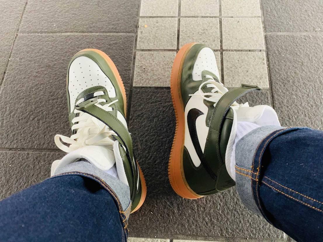 彼女さんお見送りで京都駅へ。 AIRFORCE1MID Idと共に。 足首が