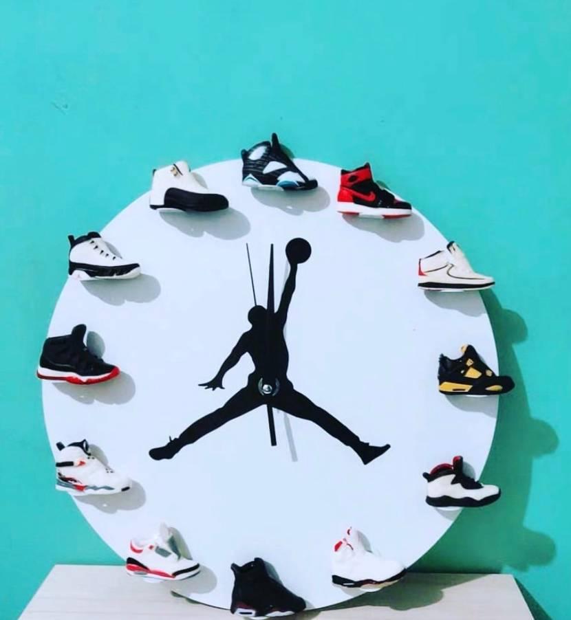 誰かこの時計を買った人いませんか? 質感など教えてほしいです!